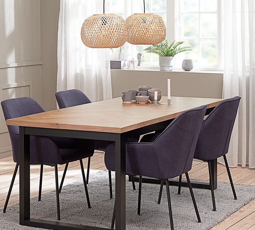 4 dining chairs with armrests at a dining table