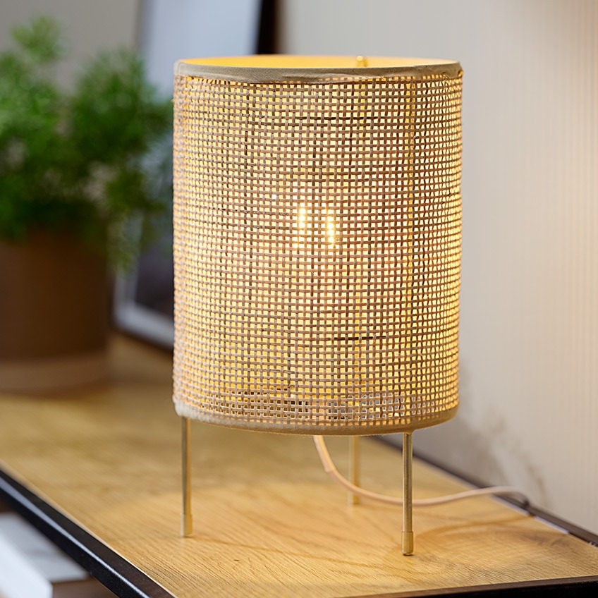 Small table lamp in rattan with a retro look